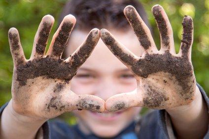 Gründliches Hände waschen ist bei Kindern die beste Vorbeugung gegen Keime.