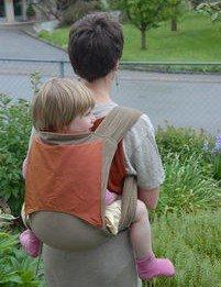 So reisen Kleinkinder im Mei Tai © Dorothea Burkhard