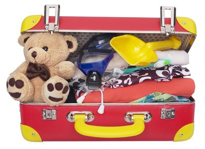 Koffer packen: Was muss mit in den Urlaub mit Baby und Kind? © objectsforall/Fotolia.com