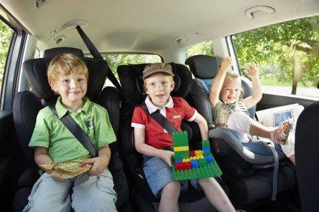 Sicherheit im Familienauto - so reisen Kinder richtig angeschnallt © ADAC