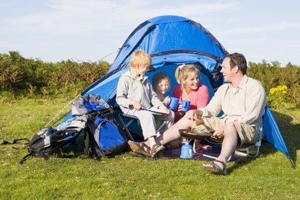 Kinder und Eltern lieben Camping