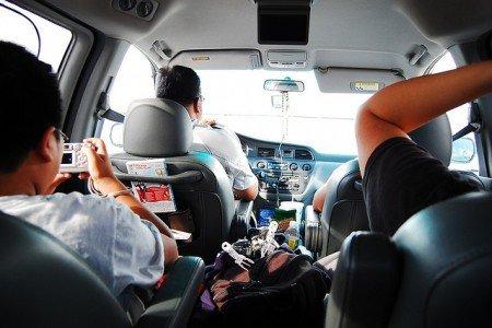 Mit Kind und Kegel im Auto auf Reisen