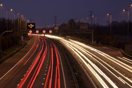 Clever - Nachts mit Kindern in den Urlaub fahren © FlickR/Highways Agency