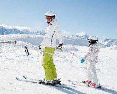 Skifahren lernt man auch von Papa oder Mama!