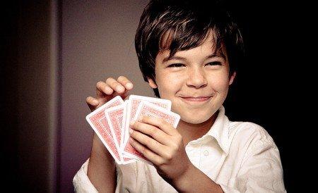 Ein Kartenspiel ist ideal für die Reise © FlickR/m-oo