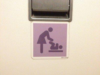 Nicht jede Toilette hat einen Wickeltisch © FlickR/Adam Walker Cleaveland