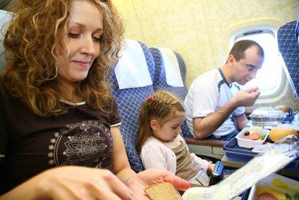 Service an Bord - bei Linienfliegern selbstverständlich