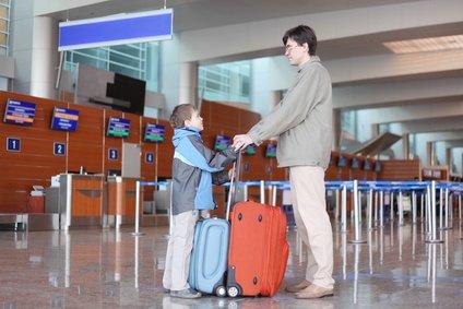 Kinder mit Flugerfahrung meistern Alleinflüge gut © Pavel-Losevsky - Fotolia.com