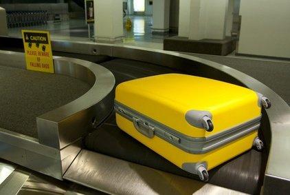 Leuchtend buntes Gepäck geht seltener verloren