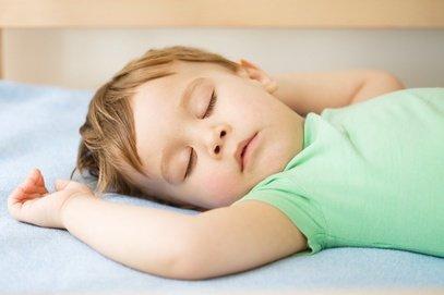 Ich bin so müüüde ... Jetlag ist für Kinder sehr anstrengend © Serhiy-Kobyakov - Fotolia.com