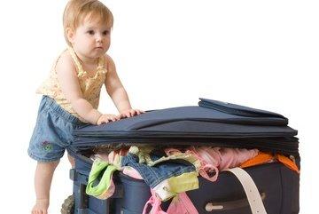 Kinder brauchen gar nicht so viel Gepäck, wie man denkt! © Anatoliy Samara - Fotolia.com