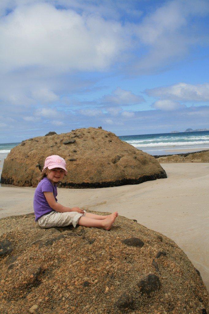 Der perfekte Mix: Sonne, Strand und unsere Kleine am Squeeky Beach, Wilsons Promontory National Park