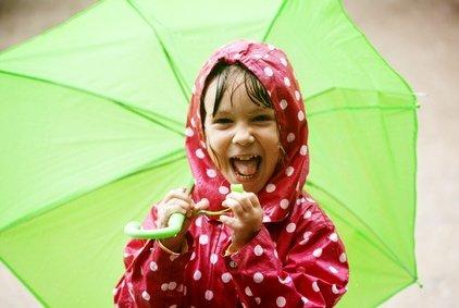 Spielideen für schlechtes Wetter: Regen im Urlaub – Spiel- und Beschäftigungsideen für Kinder und Eltern