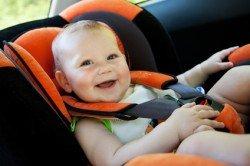 Im Auto mit Kleinkindern gilt im Sommer höchste Wachsamkeit