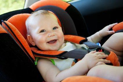 Im Auto mit Kleinkindern gilt im Sommer höchste Wachsamkeit © aleksey ipatov - Fotolia.com