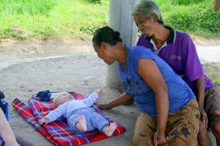 Balinesen lieben Kinder