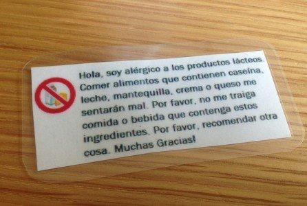 Ein Allergiepass für Kuhmilchallergiker auf Spanisch © Flickr/betsyweber