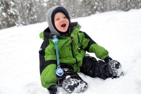 Dick verpackt, macht Urlaub im Schnee auch mit Baby Spaß © Geertje Jacob/nordicfamily
