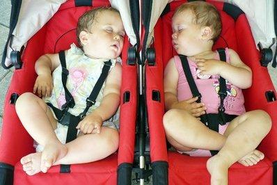 Im Kinderwagen schläft es sich auch gut