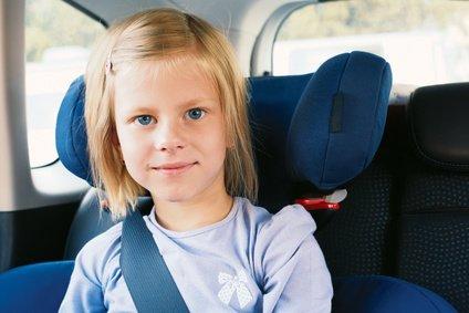 """Für die """"Großen"""" ist ein Kindersitz bis 12 Jahre Pflicht © natasnow - Fotolia.com"""