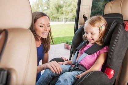 70 Prozent der Eltern sichern ihre Kinder nicht korrekt im Auto © BlueSkyImages - Fotolia.com