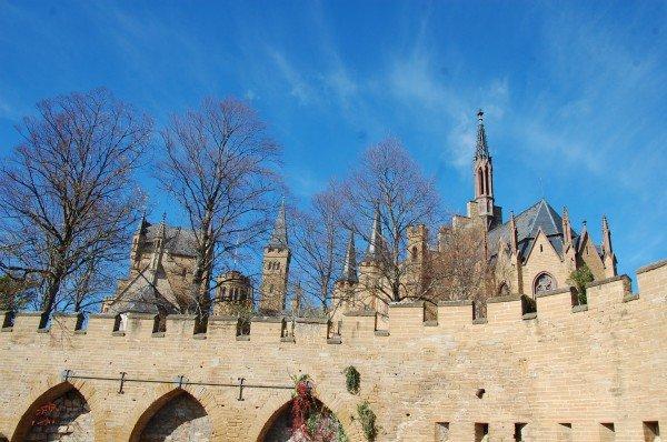 Burgen und Zinnen