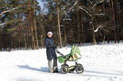 Kinderwagen sind praktisch, aber im Schnee nur eingeschränkt