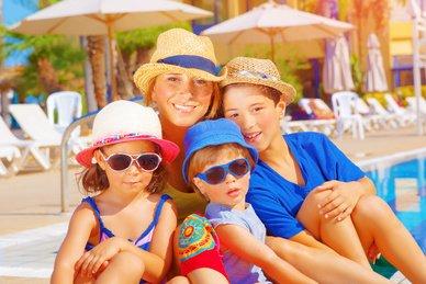 Eine tolle Reise für die ganze Familie buchen - gar nicht so einfach © Anna Omelchenko - Fotolia.com