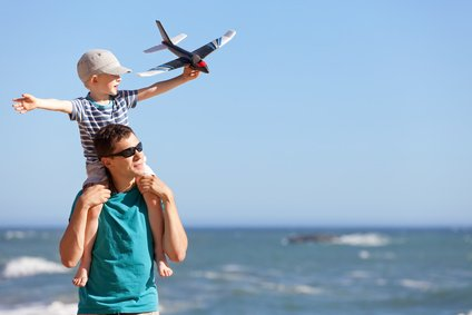 Familien wünschen beim Fliegen vor allem eines: Sicherheit für ihre Kinder