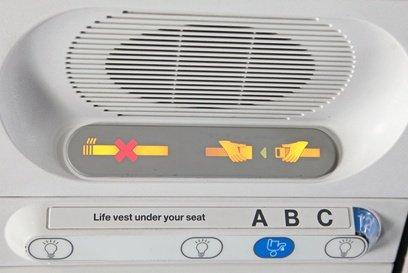 Sicherheit schreiben die Airlines groß - aber nicht für Kinder