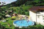 Spaß für Groß und Klein im Pool © Familienhotel Botenwirt