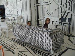 Psychedelische Café-Einrichtung von Tobias Rehberger im finnischen Turku