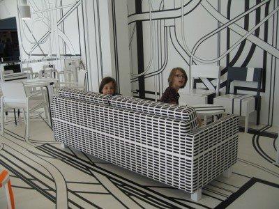 Psychedelische Café-Einrichtung von Tobias Rehberger im finnischen Turku © Maria-Bettina Eich