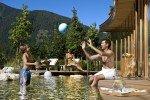 Spiel und Spaß im Pool © Familienhotel Sonnwies