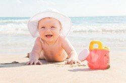 Mit Baby am Strand - worauf Eltern achten sollten