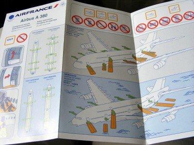 Die Safety Card - oft ohne Informationen für Babys und Kleinkinder © Flickr/slasher-fun