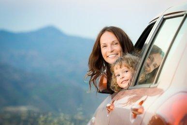 Im Auto mit Baby und Kleinkind reisen - kein Problem © Sunny studio - Fotolia.com