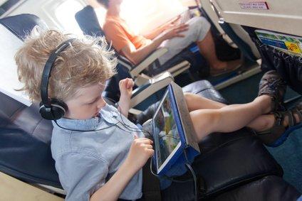 Produkte zum Fliegen mit Baby und Kind: praktisch oder überflüssig? © Aleksei Potov - Fotolia.com