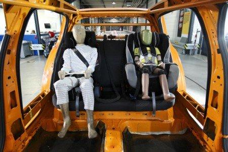 Die Dummys im ADAC Technik-Zentrum Landsberg warten auf den Crash-Test