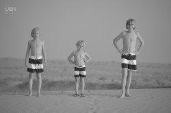 Drei Jungs in der Wüste