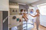 Kinderzimmer mit einer echten Schlafhütte © Landal GreenParks