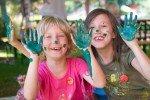 Farbenfrohes Gestalten im Kinderclub © Sonnenhotels