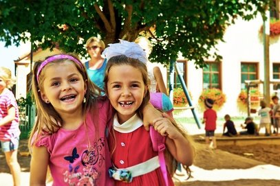 Kinder bleiben gern bei Freunden, während ihr verreist