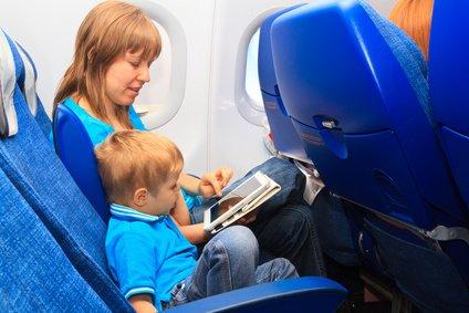 Spielen im Flugzeug - aber nachher ordentlich verstauen!