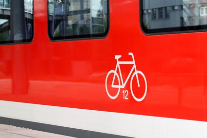 Im Zug könnt ihr eure Fahrräder meist problemlos mitnehmen © Daniel Ernst - Fotolia.com