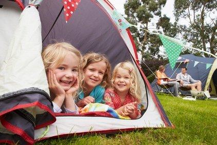Ein Zelt für die ganze Familie - so findet ihr das richtige © micromonkey - Fotolia.com