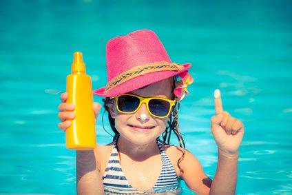 Sonnenschutz ist wichtig - aber wir sollten es damit nicht übertreiben © Sunny studio - Fotolia.com