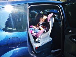 Im Reboarder sitzen Kinder sicher - mindestens bis zum zweiten Geburtstag