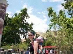 Unterwegs mit Baby: Da bleibt die Akropolis im Hintergrund