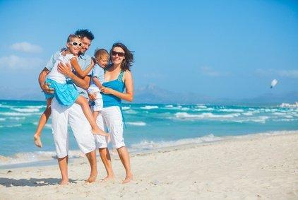 Erholung, viel gemeinsame Zeit und ein bisschen Luxus - davon träumen viele Familien im Urlaub © max topchii - Fotolia.com